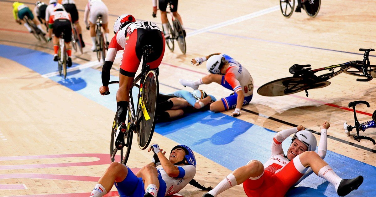 1628516999 The shocking multiple fall of cyclists in Tokyo 2020