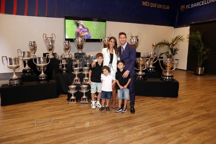 Leo and his best trophy: the family.