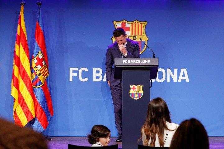 Antonela, Ciro and the look at Leo. REUTERS / Albert Gea