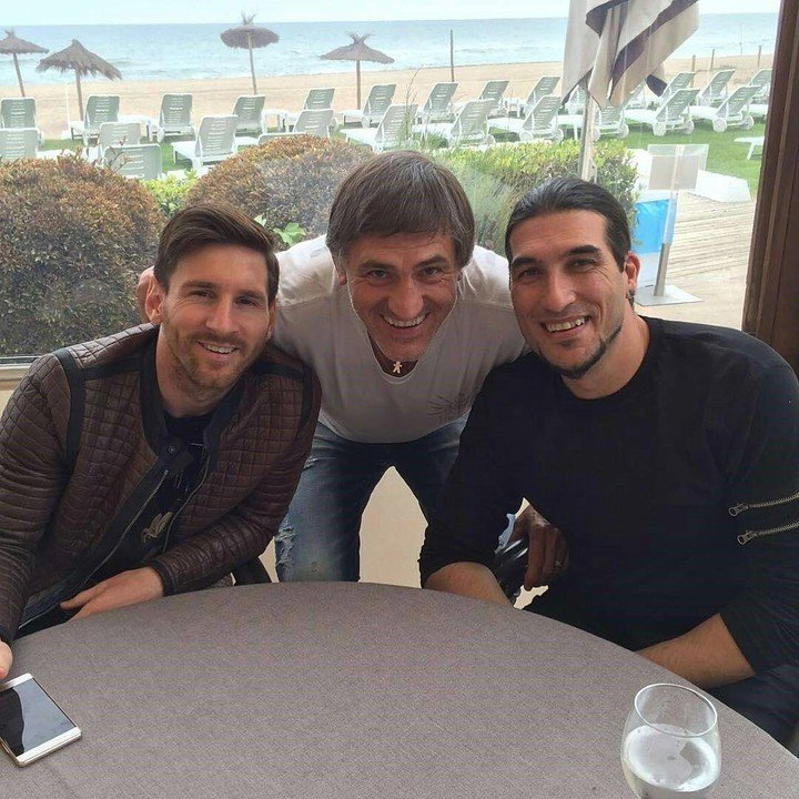Lionel Messi, Pepe Costa and former goalkeeper Pinto.