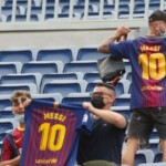 The Camp Nou stands do not forget Messi