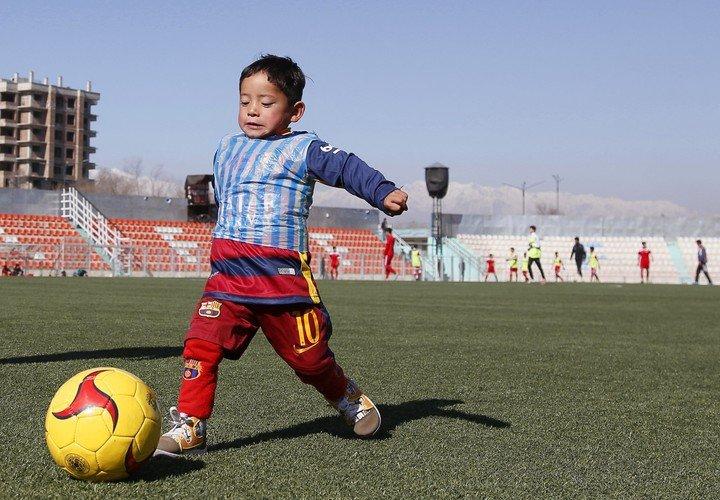 Chemise Barsa et sac en nylon : le tout avec Messi's 10. EFE.