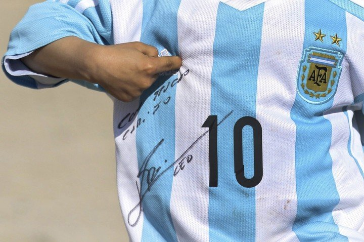 Leo a signé cette chemise.  EFE.