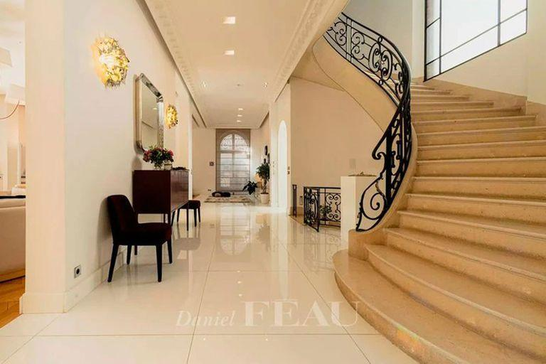 Lionel Messi could live in an elegant Parisian mansion with Antonela and her three children