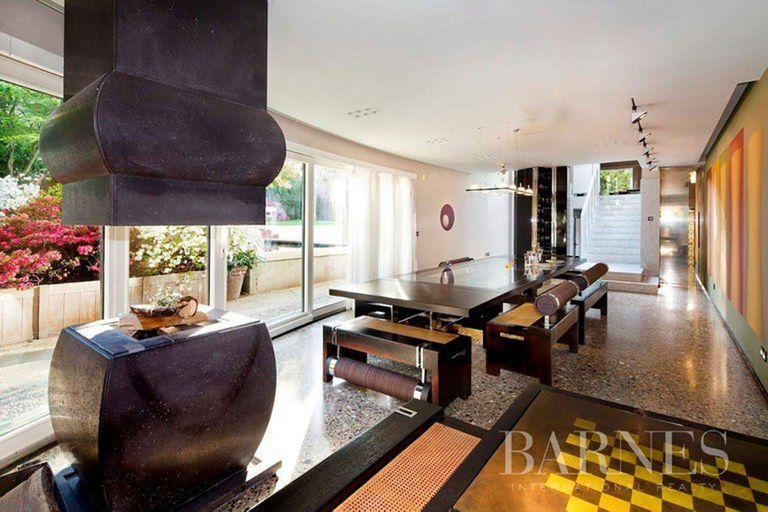 Another of the houses has a more modern and eclectic style, but its location is not one of the favorites.