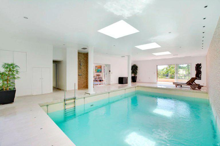 Covered pool, a common denominator in each of the properties selected for Lionel Messi and his family