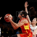 69-73. Astou Ndour supports Spain in an uncomfortable premiere