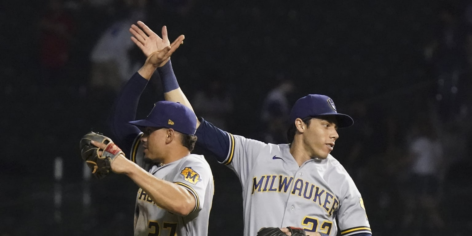 Brewers sweep doubleheader at Wrigley