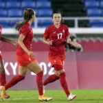Canada dresses in gold in the penalty shoot-out against Sweden