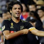 Carlos Vela, without a contract, but with a promise