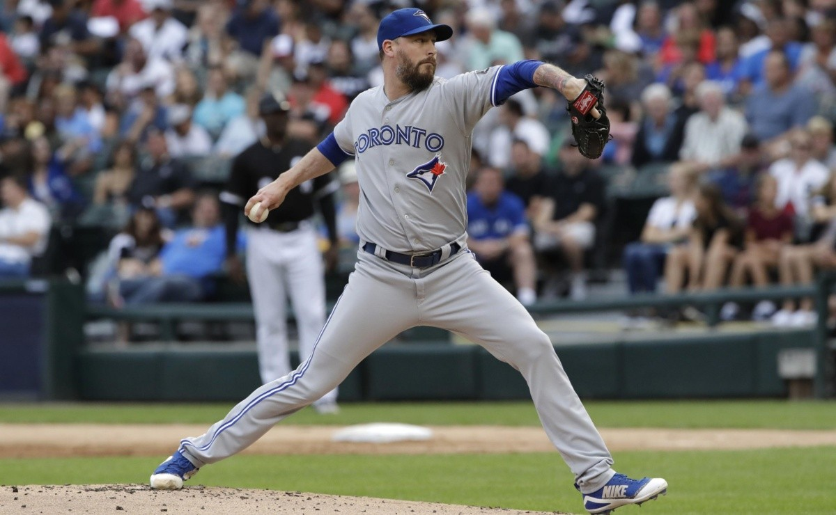 Change Milwaukee Brewers acquire reliever John
