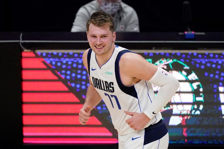 Dallas Mavericks player Luka Doncic renewed his contract for another five years for $ 207 million. (AP Photo / Mark J. Terrill, File)