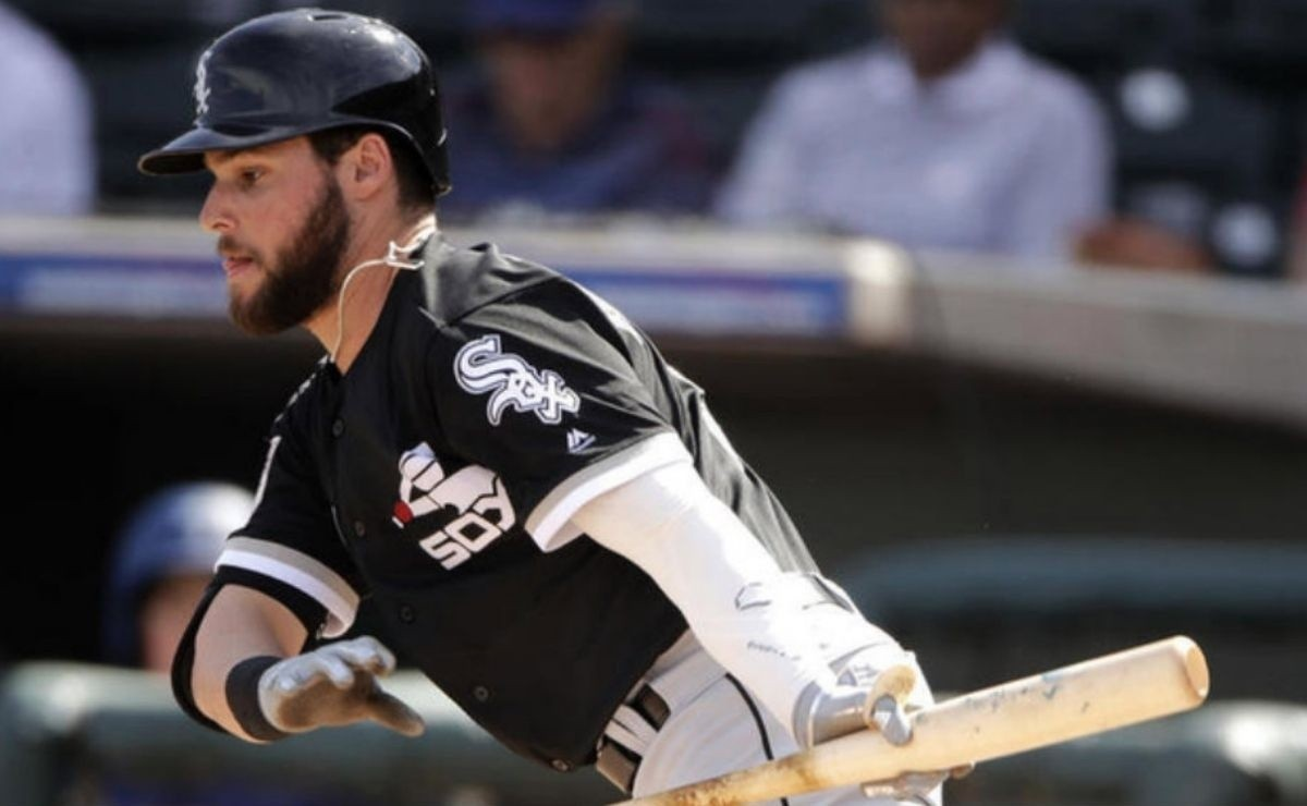 Giants claim Mexican infielder freed by White Sox