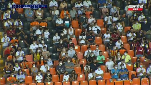 Alessandro Burlamaqui withdrew applauded by the Valencia fans in a friendly against AC Milan. (Video: ESPN 2)