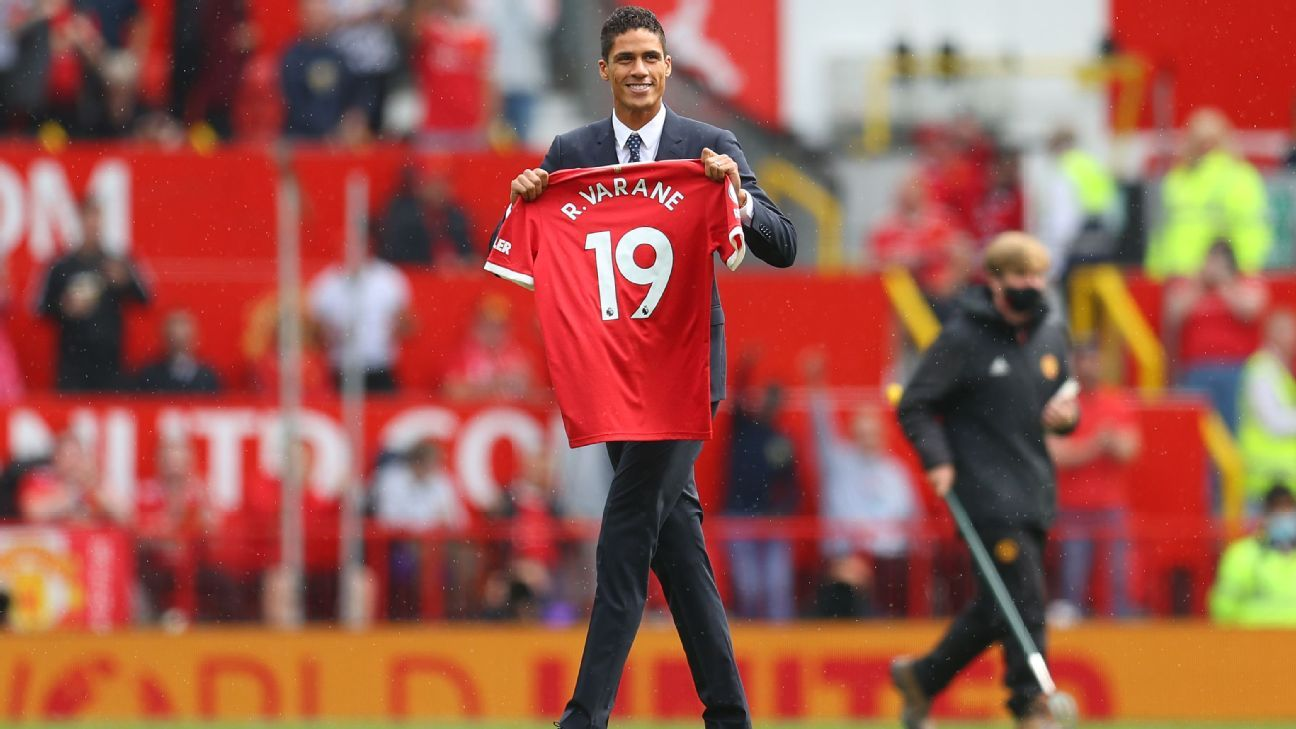Manchester United confirms the signing of Raphael Varane