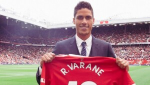 Manchester United make the signing of Varane official