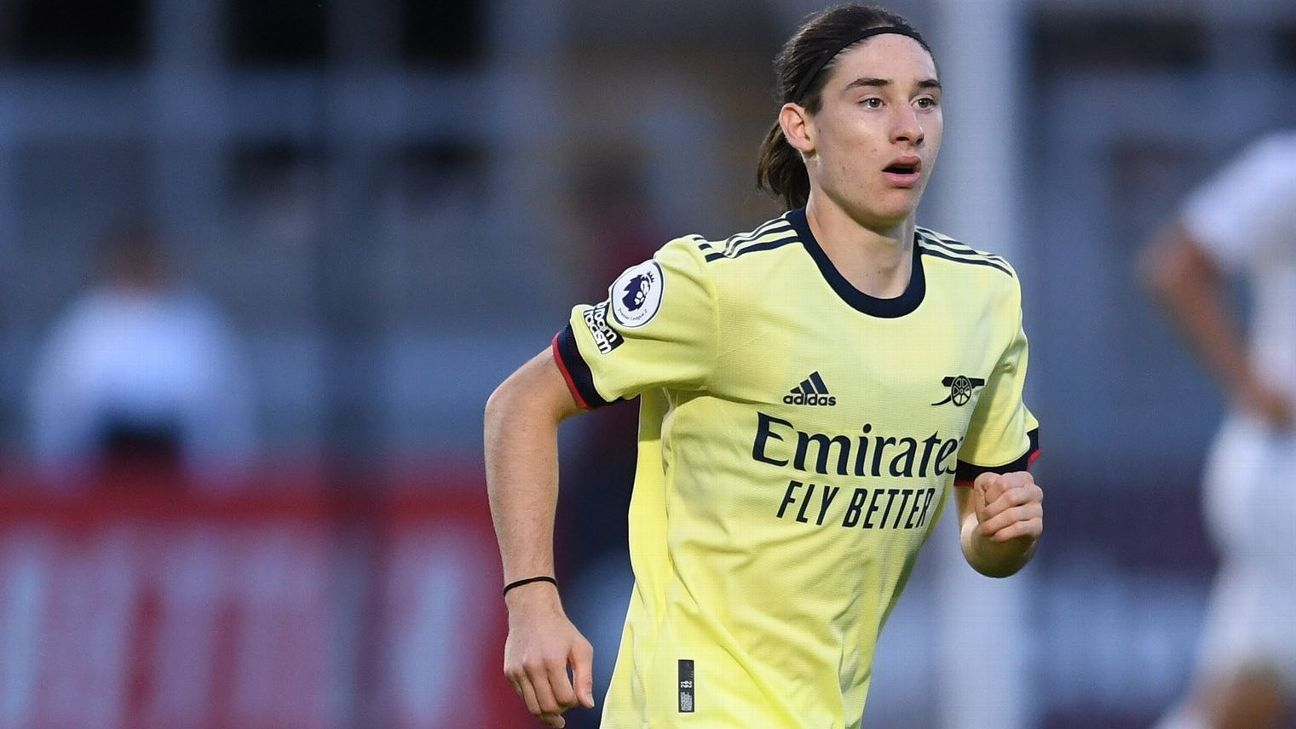 Marcelo Flores scored 3 goals with Arsenal U 18 fans call