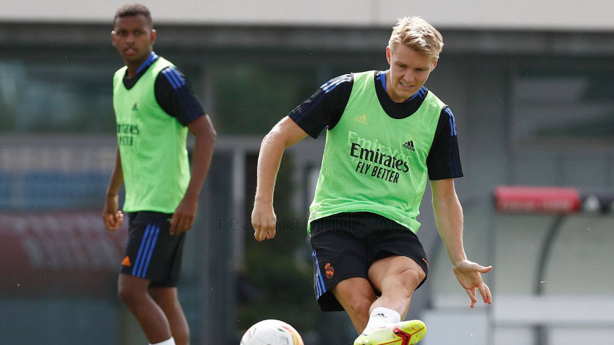 Odegaard is left without a bib