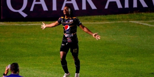 Once Deportivo achieves a tie in Guatemala and makes Comunicaciones