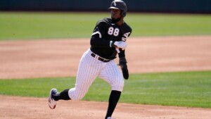Robert, out since May, returns with White Sox
