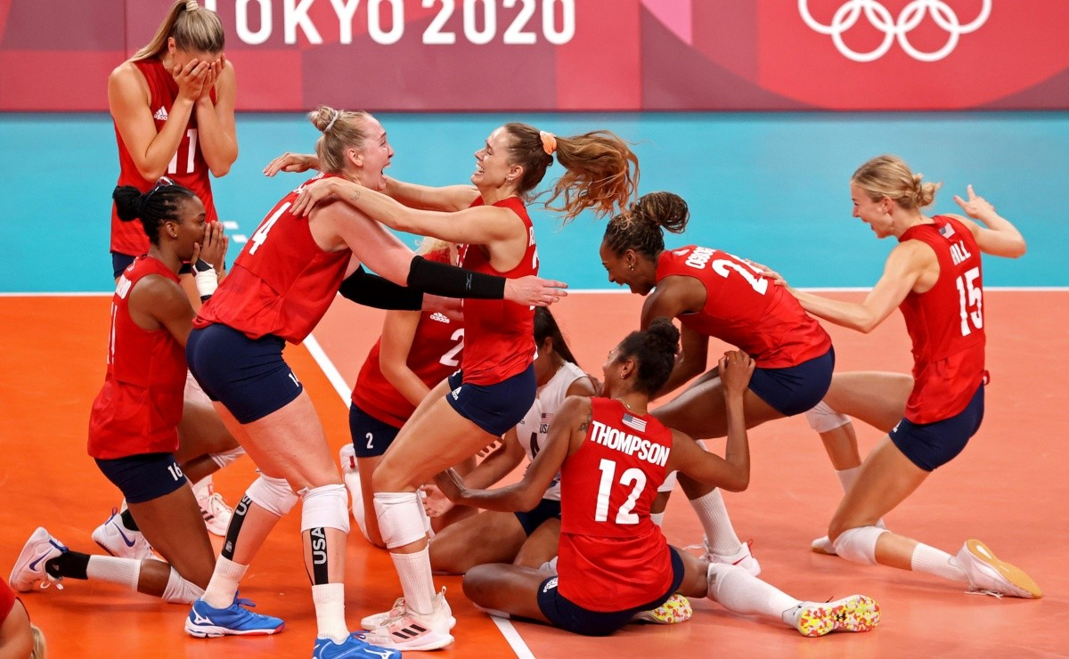 The United States takes the gold medal of womens volleyball