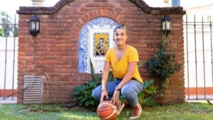 The young basketball player who faced cancer from faith and prays to Our Lady in every game