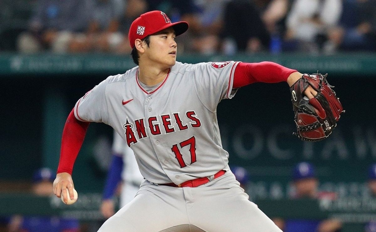 To the clouds Shohei Ohtani hits a tremendous home run
