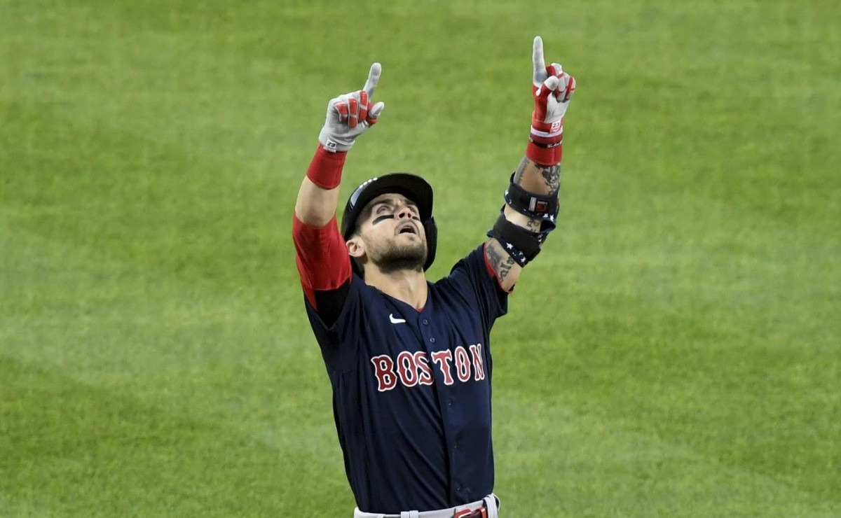 Traded Red Sox player sadly says goodbye to fans on