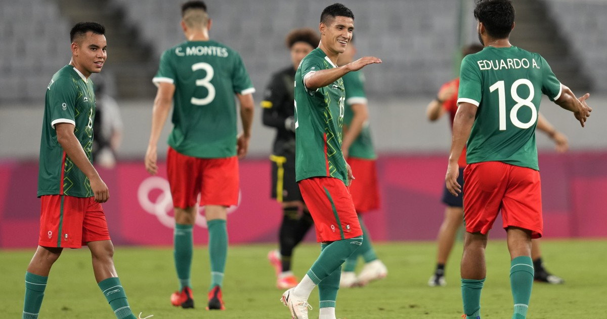 When and at what time does Mexico play the semifinal against Brazil in men's soccer in Tokyo 2020?